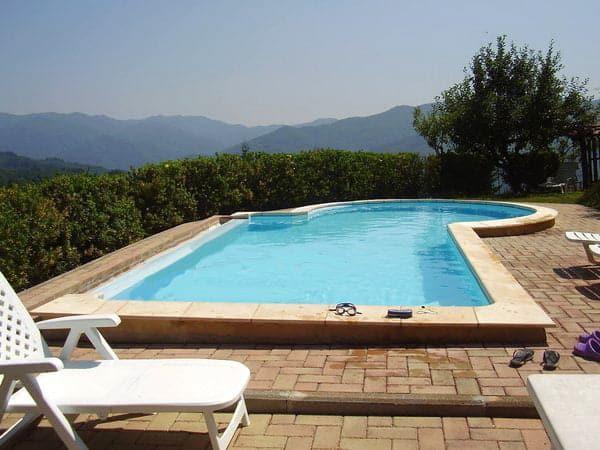 Coreglia Anteminelli - panorama og pool - ToscanaProperty.dk